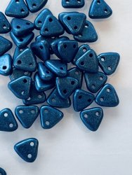 Triangle Beads 6mm Metallic Suede Blue 79031