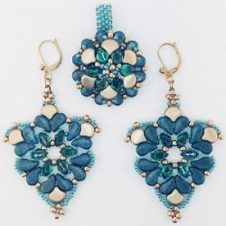 Chandelier Earrings and Statement Ring av Leslie Rogalski